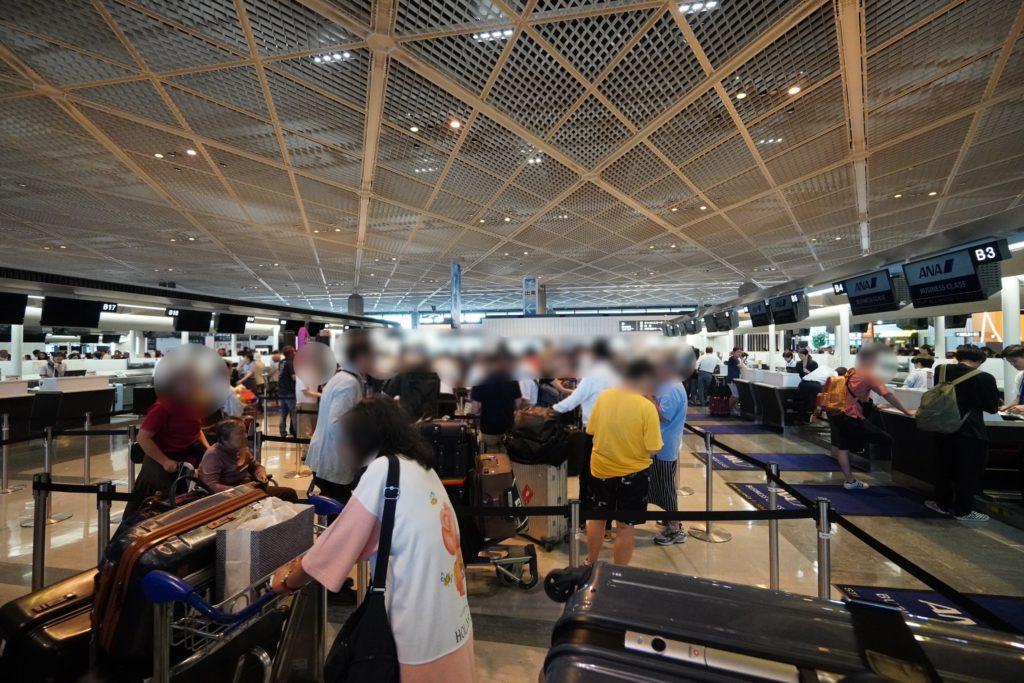 成田空港 ANA チェックインカウンター(ビジネスクラス)