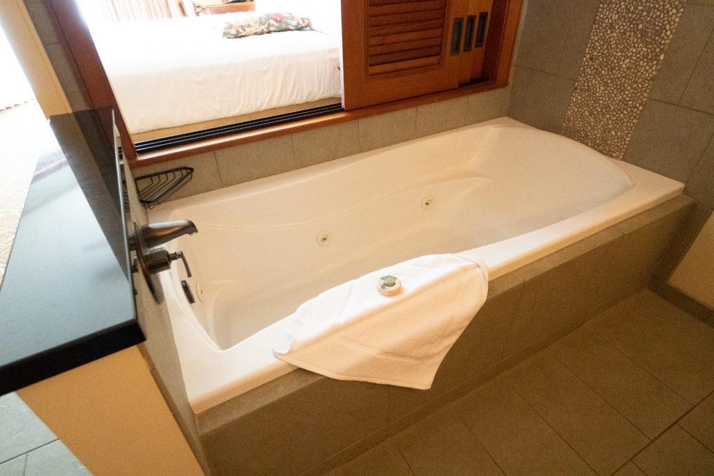 アウラニ 2ベッドルームヴィラ・オーシャンビュー バスルーム(バスタブ)