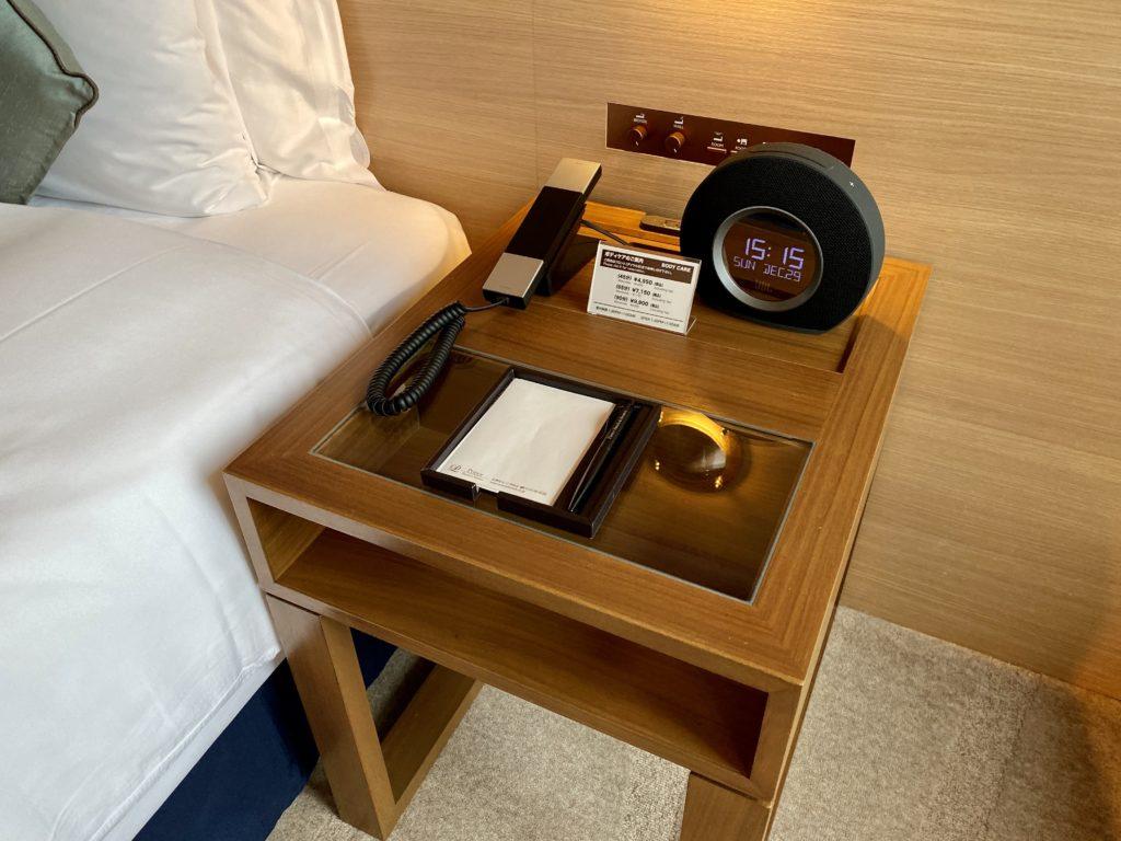 名古屋プリンスホテル スカイタワー  ベッドサイドテーブル