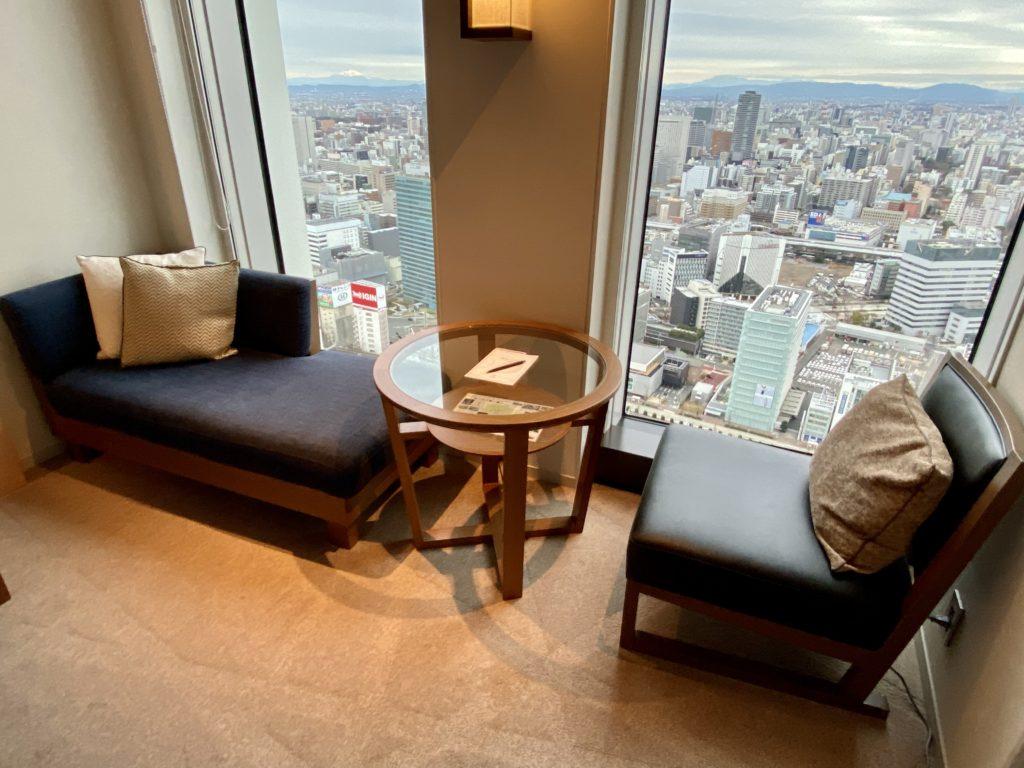 名古屋プリンスホテル スカイタワー  ソファーとテーブル